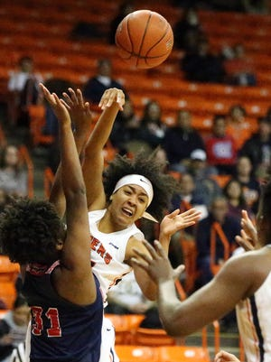 UTEP guard Najala Howell shoots the ball to teammate Tamara Seda during the Miners' game against Florida Atlantic.