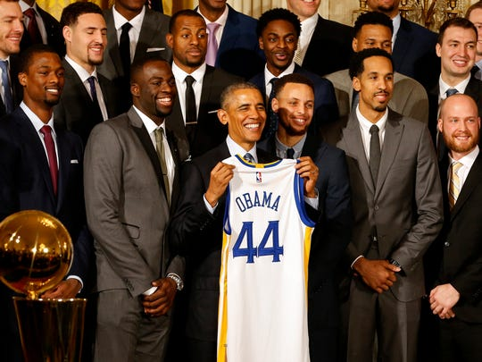 President Barack Obama poses with the 2015 NBA champion