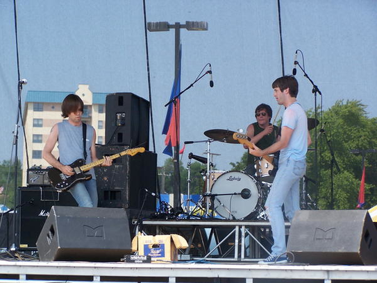 The Obsoletes perform in the mid-2000s.