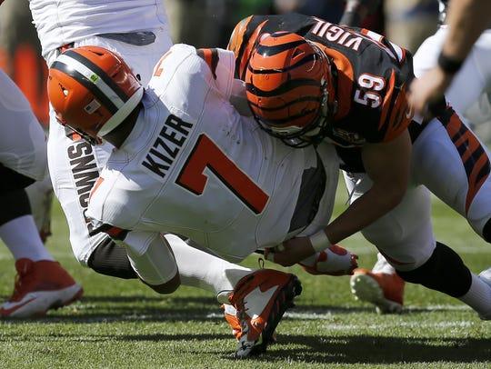 Cincinnati Bengals outside linebacker Nick Vigil brings