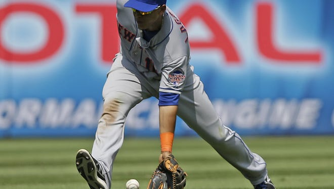 Mets center fielder Juan Lagares has been awarded a Gold Glove for his defensive efforts.
