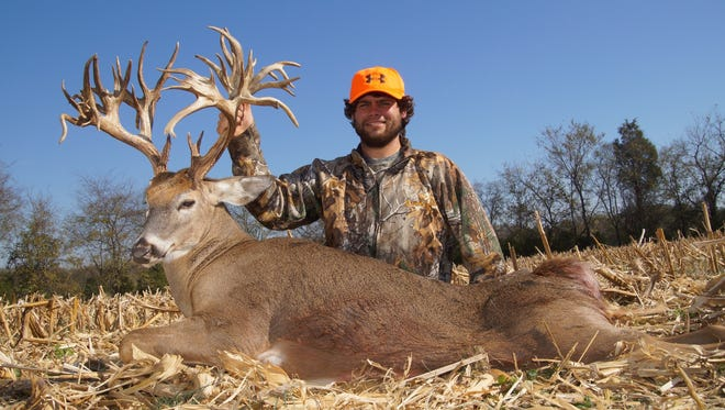 Stephen Tucker killed what is expected to be the new world record 47-point deer in Sumner County.
