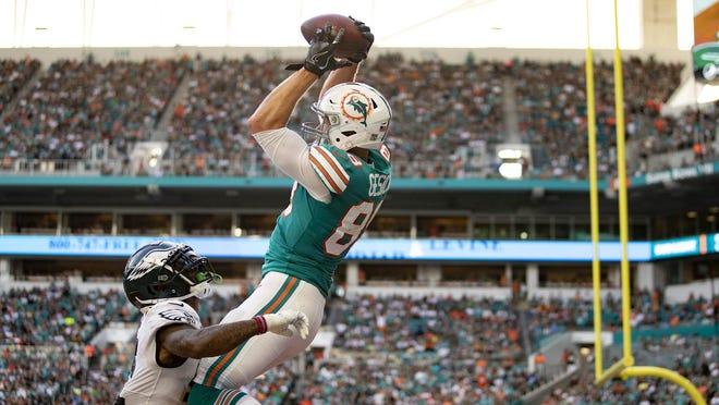 Miami Dolphins tight end Mike Gesicki catches a touchdown pass over Philadelphia Eagles cornerback Jalen Mills.