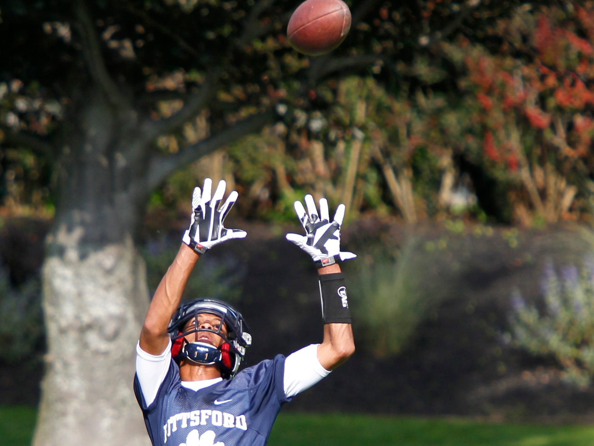 Pittsford receiver Zuril Hendricks goes all out to pull in a long throw down the sidelines during the team's practice.