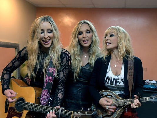 Country Music Trio Lucy Angel Showcase At Atlantis