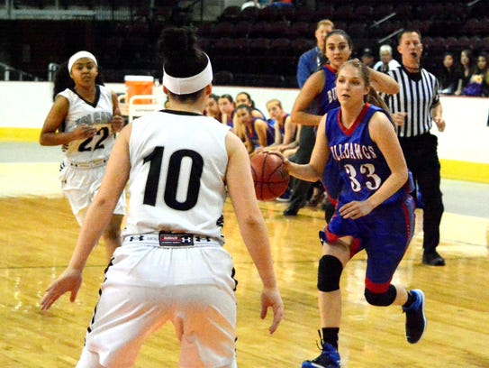 Las Cruces' Sarah Abney moves the ball against Volcano