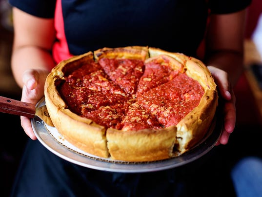 Pie Fight Giordano S Of Chicago Brings Stuffed Pizza To