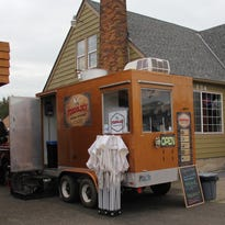Stayton seeks to attract, but also regulate, food carts