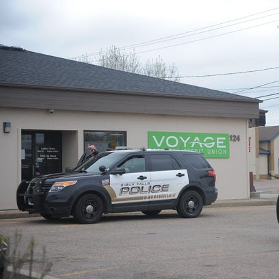 Bank robbed in west-central Sioux Falls; suspect sought