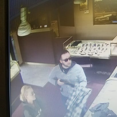A man holding a shotgun robs a jewelry store in Wayne