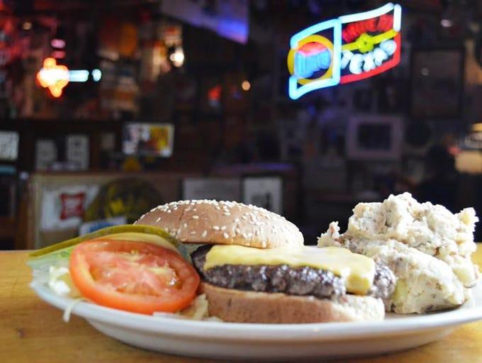 The cheeseburger at Texaz Grill.