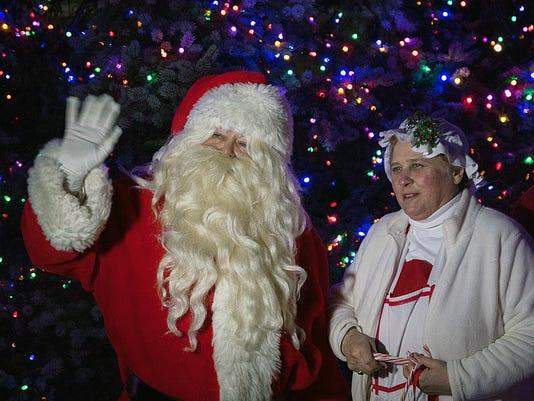 636142223047815464-wc-Christmas-Parade---Santa.jpg
