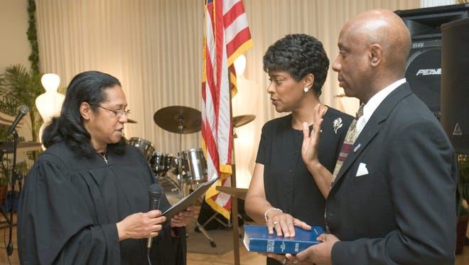 Judge Rosalind Toulson of the Justice of the Peace Court administers the oath of office of state treasurer to Velda Jones-Potter, who stands with her husband, then-Wilmington Councilman Charles Potter Jr., in 2009.