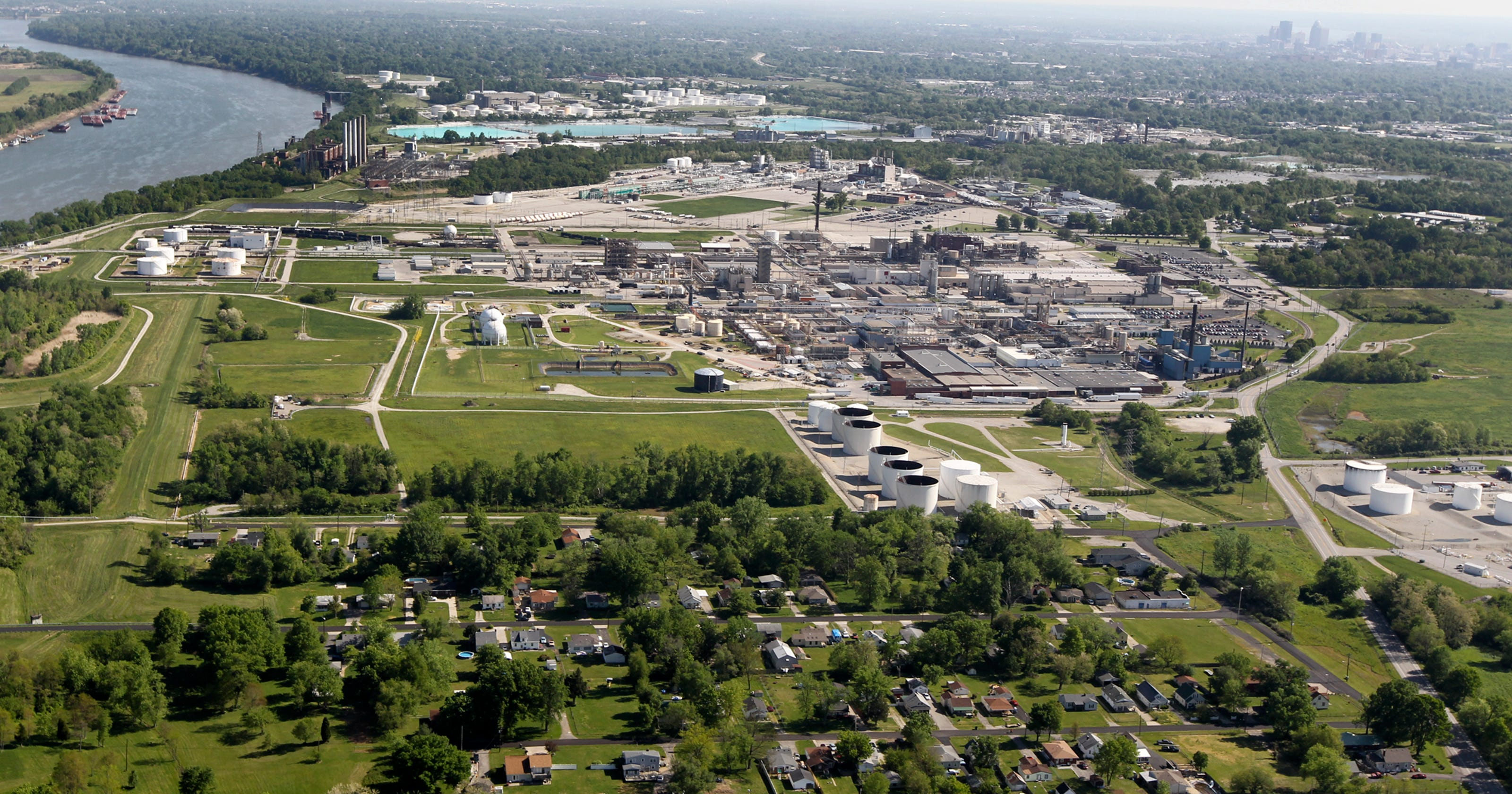 Poor, minorities most at risk from chemical stockpiles