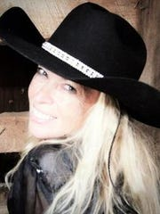 Aspen Black brings her own country-western stylings to Luna Rossa Winery.