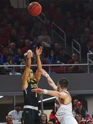 SDSU's Skyler Flatten (1) takes a shot during a game