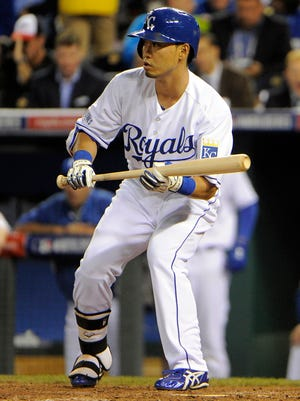 Nori Aoki shows bunt in the 6th inning against the Giants in Game 1.