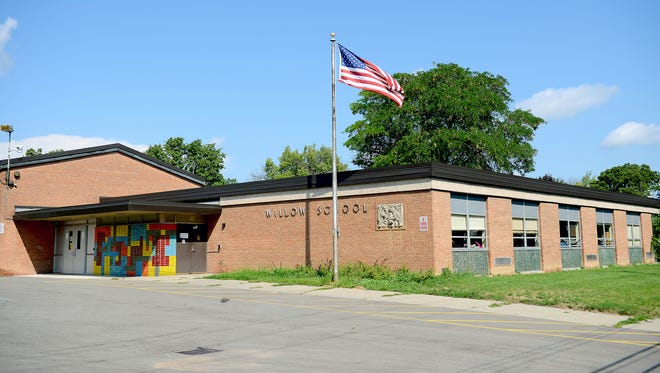 Members of the Lansing School District Board of Education voted Thursday to put an end to single-gender classrooms at Willow Elementary School. Separating male and female students in core subjects was done in an attempt to boost academic achievement at the school.