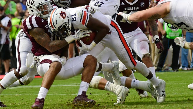 Auburn running back Kerryon Johnson (21) scores a touchdown in the second half.