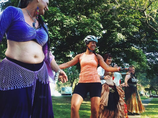 635732474964408642-belly-dancers-ragbrai