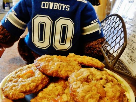 635828458024404281-HB-apricot-coconut-oatmeal-cookies--Barbara-Deck