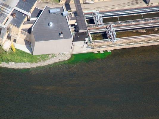 636325334118560936-Flow-of-green-dye.jpg