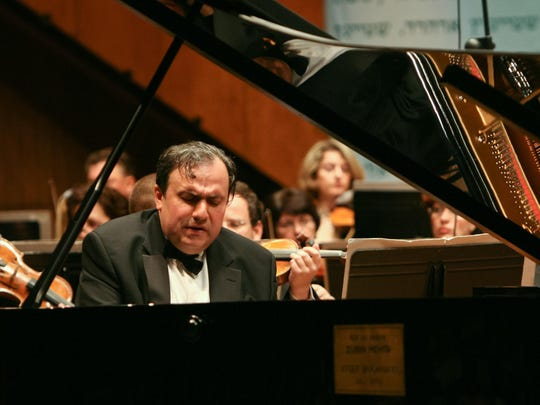Pianist Yefim Bronfman wowed in Bartok's showy Piano Concerto No. 2.