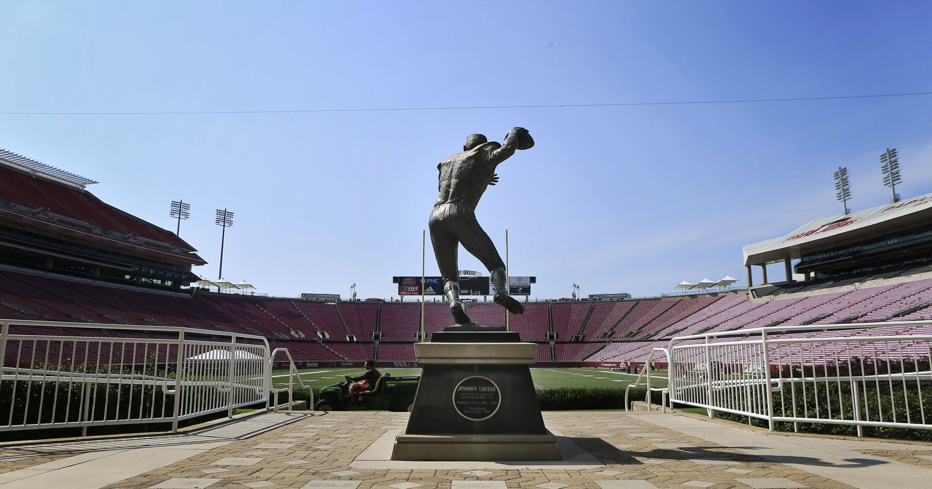Louisville Footballs Johnny Unitas Statue On The Move As Part Of