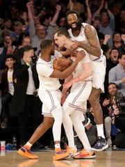 d56b701bc933 New York Knicks beat Los Angeles Lakers and LeBron James