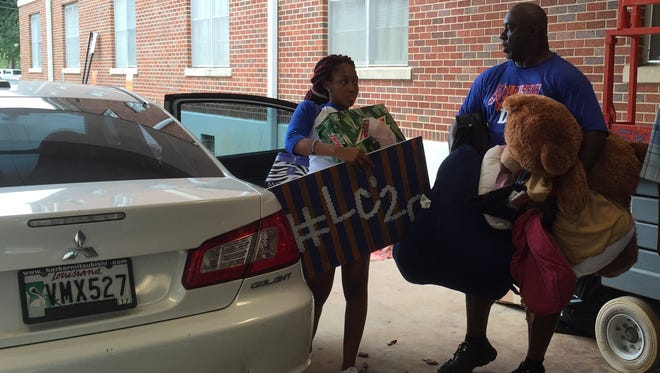 Freshman Keonna Johnson of Patterson, La. moves into Louisiana College and Cottingham Hall on Sunday afternoon.