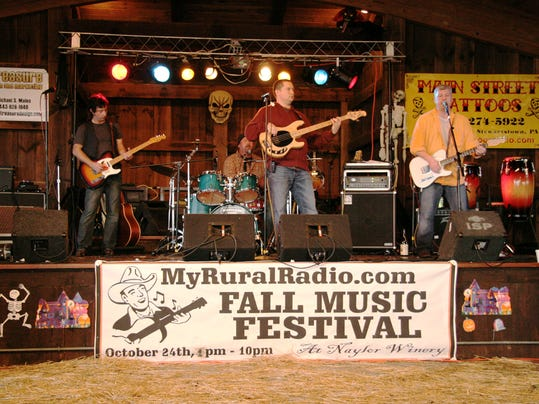 The Jane played the MyRuralRadio.com 2009 Fall Music Festival. The band, which is featured on the local music website, wants to help other local artists record CDs.