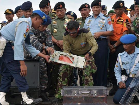 Divers retrieve second AirAsia black box