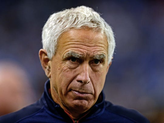Nov 27, 2014; Detroit, MI, USA; Chicago Bears defensive line coach Paul Pasqualoni against the Detroit Lions at Ford Field. Mandatory Credit: Andrew Weber-USA TODAY Sports
