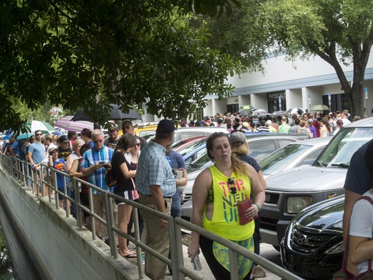 Hundreds of volunteers line up to donate blood at OneBlood
