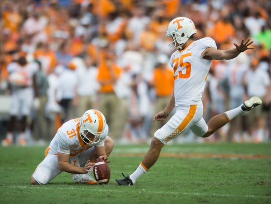 Tennessee holder Parker Henry (31) holds the ball for kicker Aaron Medley (25) during the Volunteers' game against the Florida Gators on Sept. 16, 2017, at Ben Hill Griffin Stadium in Gainesville, Fla.