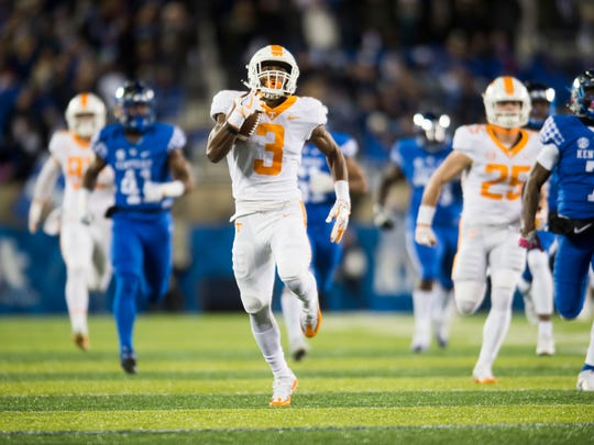 Tennessee running back Ty Chandler (3) sprints up the