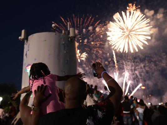 636655619887054506-Fireworks-28.JPG