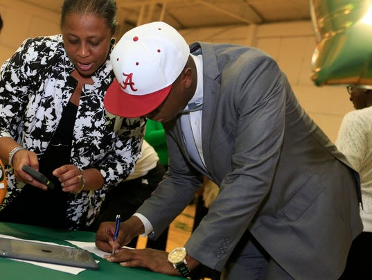 USP HIGH SCHOOL FOOTBALL: NATIONAL SIGNING DAY-BEN S FBH USA AL