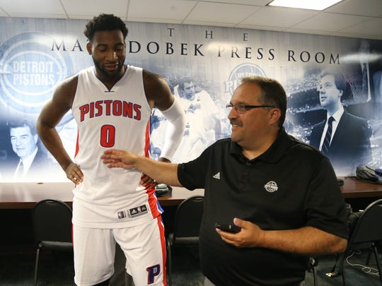 Detroit Pistons head coach Stan Van Gundy talks with Andre Drummond during the Pistons media day.