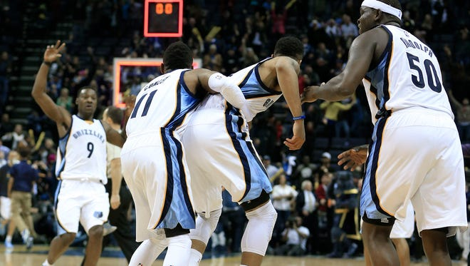 Memphis Grizzlies guard Courtney Lee, second from right, celebrates with Tony Allen (9), Mike Conley (11) and Zach Randolph (50) after Lee scored the game-winning basket against the Sacramento Kings with less than one second remaining in the fourth quarter to give the Grizzlies a 111-110 win in an NBA basketball game Thursday, Nov. 13, 2014, in Memphis, Tenn. (AP Photo/Mark Humphrey)