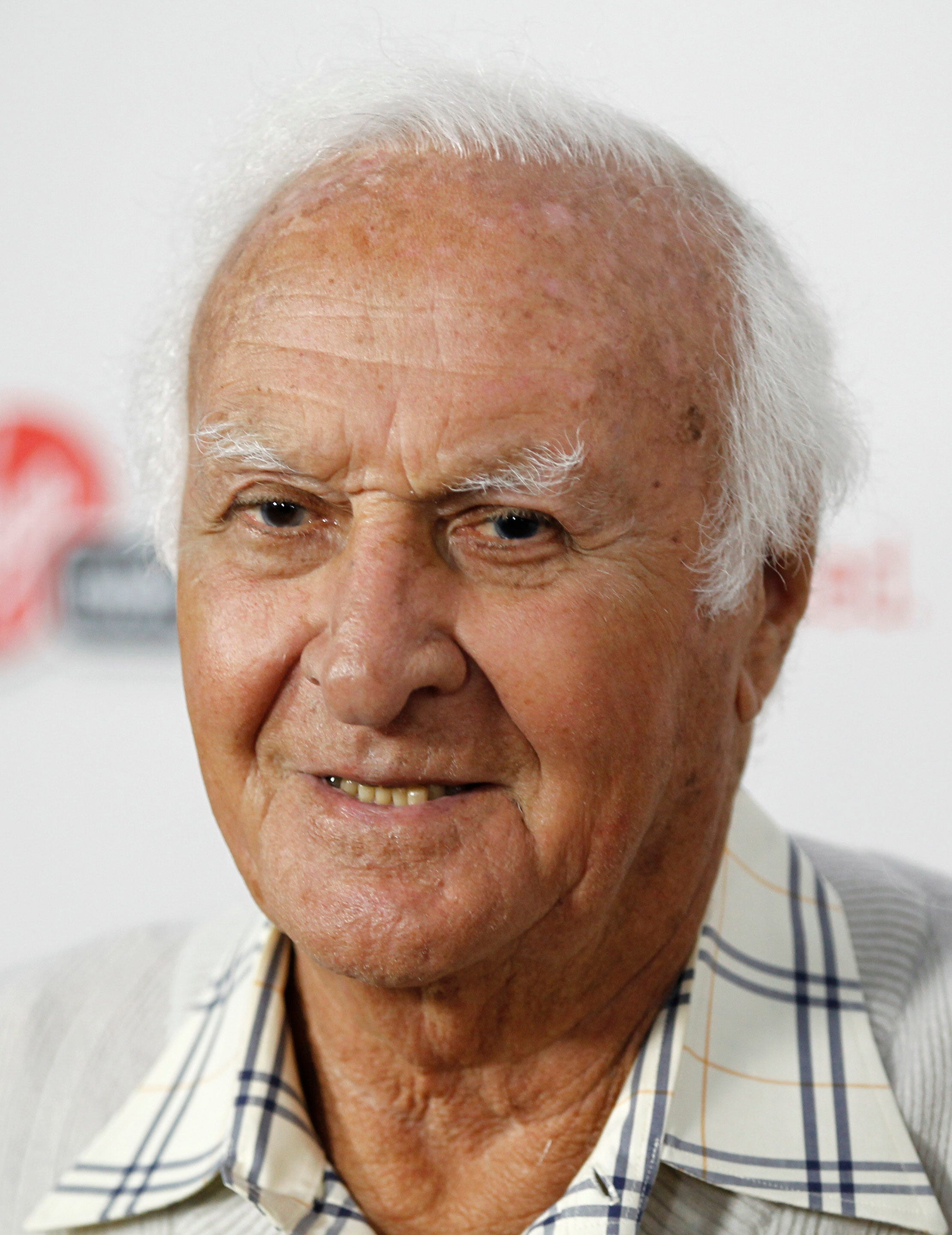 robert loggia died