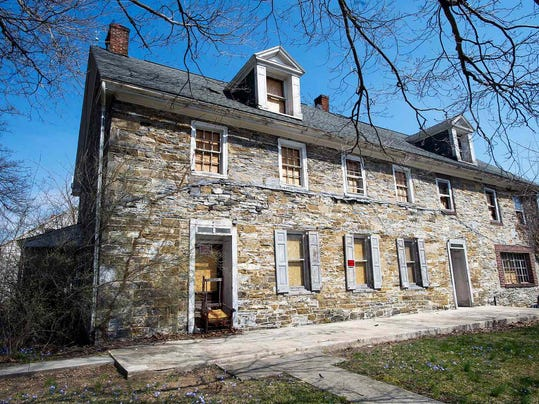 Local man claims that his ancestor built the Hoke House