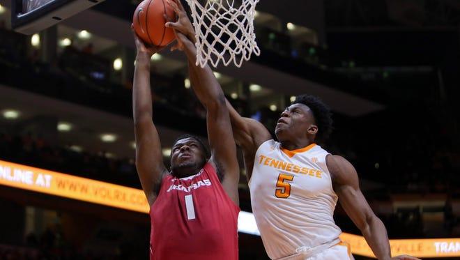 Arkansas forward Trey Thompson (1) goes to the basket against Tennessee forward Admiral Schofield (5) on Feb. 27, 2016.