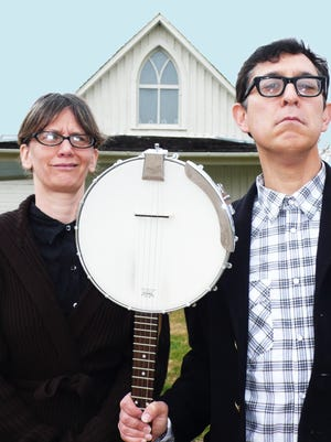 Musicians Rebecca Hall and Ken Anderson, who comprise the duo Hungrytown, will perform at the Silver City Public Library today.