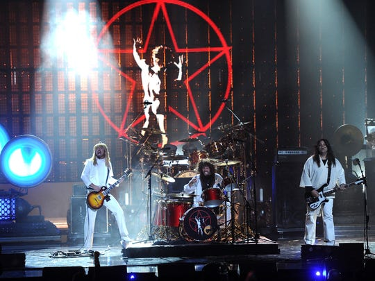 LOS ANGELES, CA - APRIL 18:  (L-R) Musicians Dave Grohl