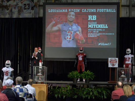 636215839299047648-Cajuns.Signing.Day.02.01-6912.jpg