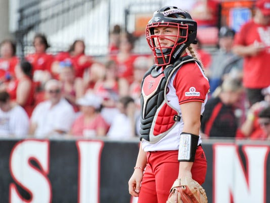 636254621269269432-Cajuns.UTarlington.softball-03.18-7194.jpg
