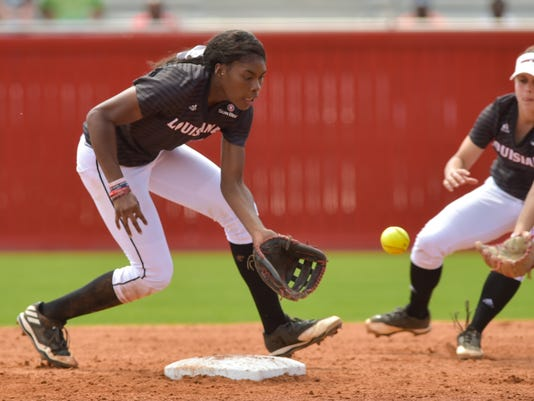 636255413346726117-Cajuns.UT.Arlington.softball.03.19-9809.jpg