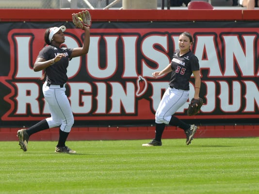 636255413374962298-Cajuns.UT.Arlington.softball.03.19-9896.jpg