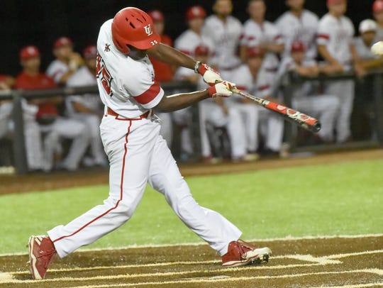 Ishmael Edwards at the plate as Louisianas Ragin Cajuns